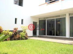 居外网在售秘鲁San Isidro7卧4卫的房产总占地680平方米USD 4,800 / 月