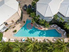 居外网在售开曼群岛2卧2卫的房产总占地170平方米USD 830,000