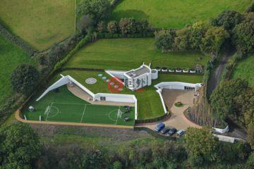 居外网在售英国6卧10卫特别设计建筑的房产总占地9000平方米GBP 3,000,000