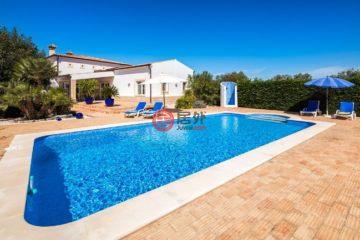 居外网在售葡萄牙3卧2卫原装保留的房产总占地2360平方米EUR 845,000